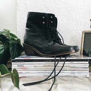 Black leather cowboy boots ✨ urban outfitters